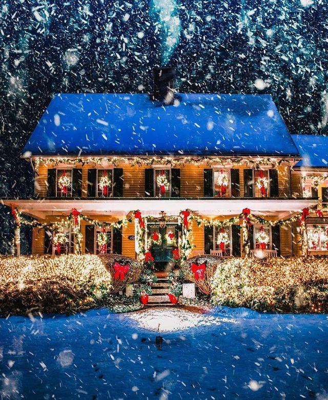 Christmas house snow